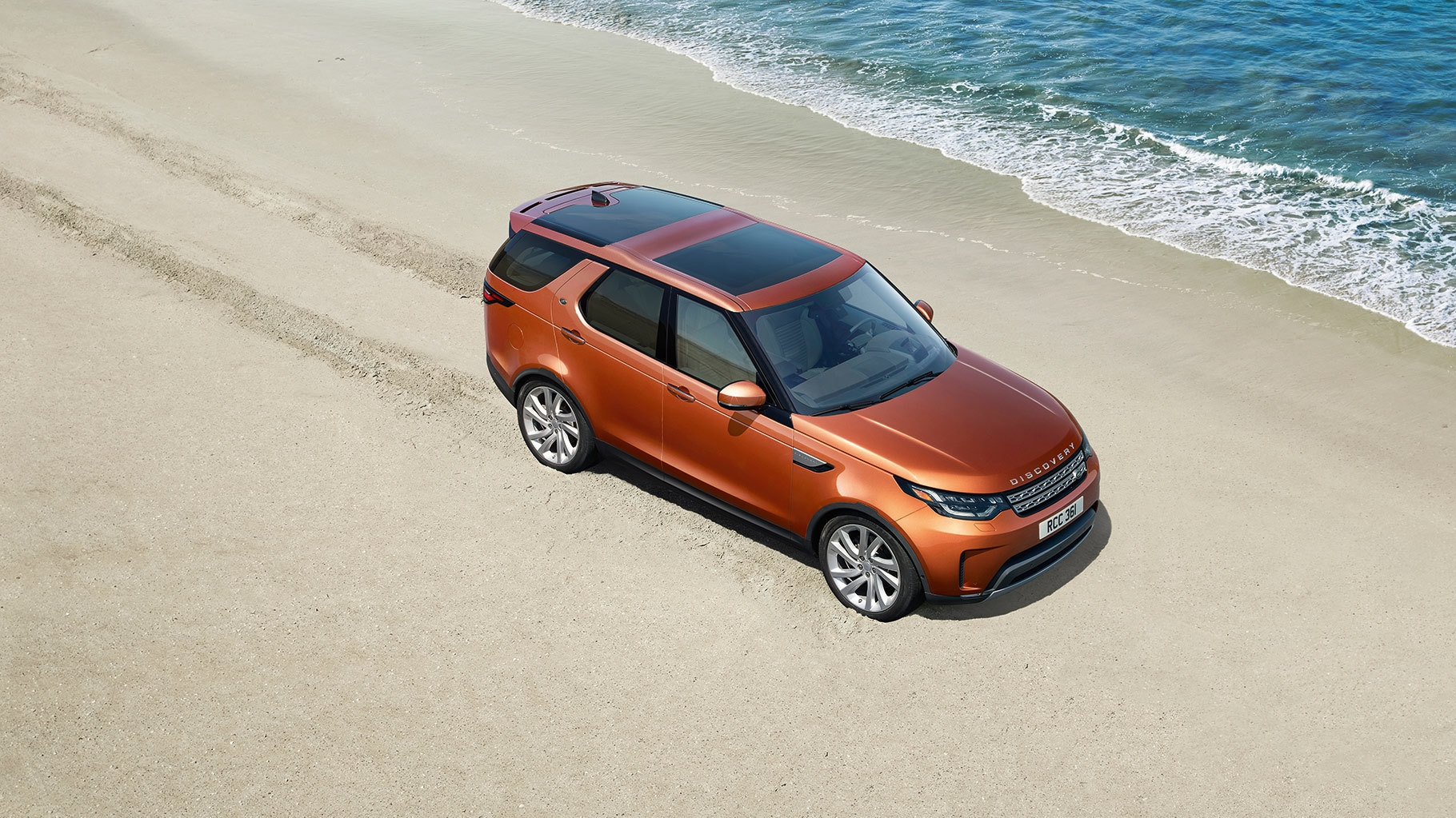 New 2019 Land Rover Discovery model in Pasadena