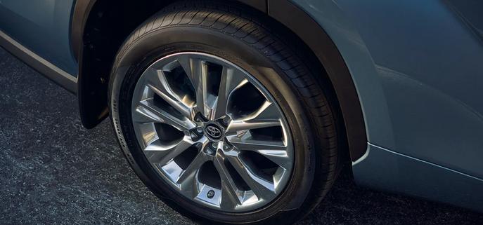 New 2020 Toyota Highlander 20-in. wheels
