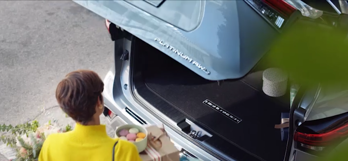 New 2020 Toyota Highlander Hands-free power rear liftgate